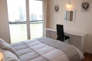 2 Bedroom Apartment @ New Providence Wharf, Apartmány  Londýn - big - 12