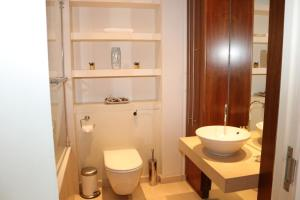 2 Bedroom Apartment @ New Providence Wharf, Apartmány  Londýn - big - 7
