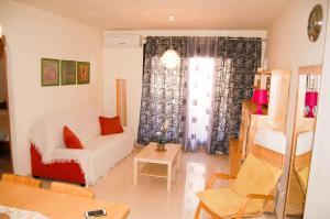Apartamento Cala de Nerja, Apartmanok  Nerja - big - 1