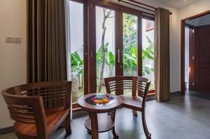 Grand Suite in Villa Khaleesi, Bed and Breakfasts  Seminyak - big - 10
