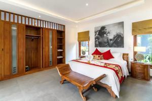 Grand Suite in Villa Khaleesi, Bed and Breakfasts  Seminyak - big - 5