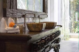 Grand Suite in Villa Khaleesi, Bed and Breakfasts  Seminyak - big - 33