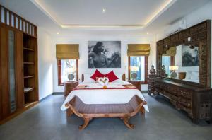 Grand Suite in Villa Khaleesi, Bed and Breakfasts  Seminyak - big - 3