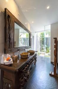 Grand Suite in Villa Khaleesi, Bed and Breakfasts  Seminyak - big - 25