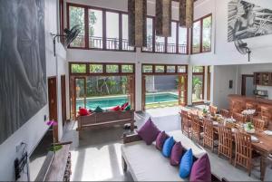 Grand Suite in Villa Khaleesi, Bed and Breakfasts  Seminyak - big - 24