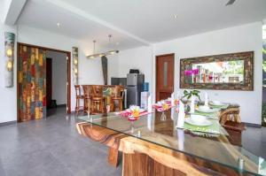 Grand Suite in Villa Khaleesi, Bed and Breakfasts  Seminyak - big - 20