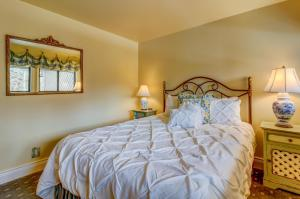 French Country Villager Condo, Дома для отпуска  Sun Valley - big - 27