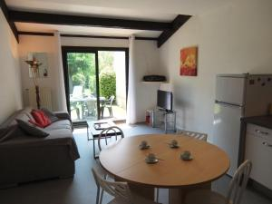 Apartment Les Catalanes du Golf.18, Apartmanok  Saint-Cyprien - big - 2