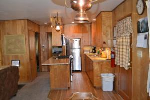 23 Arnett's Cabin, Holiday homes  Wawona - big - 4