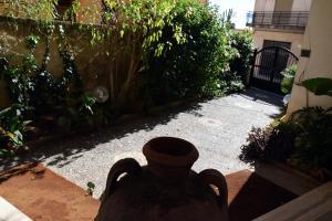 ArtRoom_Giardino in Noto, Ferienwohnungen  Noto - big - 32