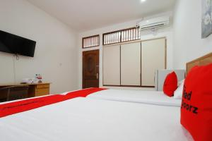 RedDoorz Plus near Plaza Indonesia, Guest houses  Jakarta - big - 10