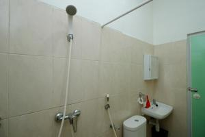 RedDoorz Plus near Plaza Indonesia, Guest houses  Jakarta - big - 15