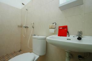 RedDoorz Plus near Plaza Indonesia, Guest houses  Jakarta - big - 7