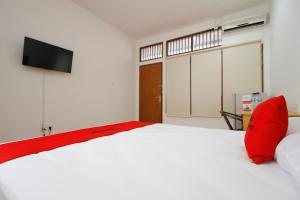RedDoorz Plus near Plaza Indonesia, Guest houses  Jakarta - big - 12