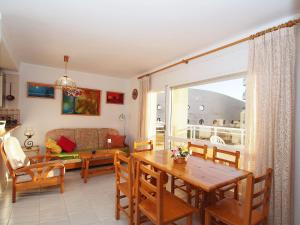 Apartment Club Nàutic.10, Apartmány  Empuriabrava - big - 10