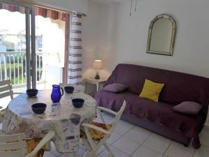 Apartment Le Capitole.5, Apartmány  Fréjus - big - 8
