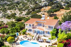 Captain's Villa, Villas  Peyia - big - 3