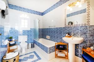Captain's Villa, Villas  Peyia - big - 31