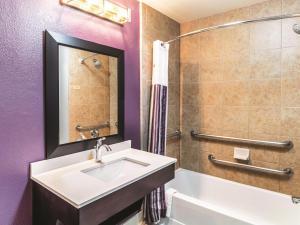 La Quinta Inn & Suites Mission at West McAllen, Hotely  Mission - big - 8