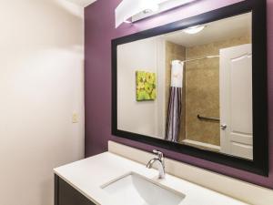 La Quinta Inn & Suites Mission at West McAllen, Hotely  Mission - big - 7