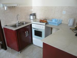 China Town Guest House, Отели  Freetown - big - 29