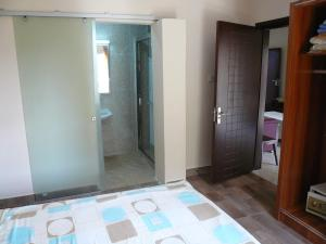 China Town Guest House, Отели  Freetown - big - 18