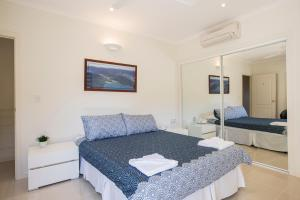 Whitsunday Ocean Melody Deluxe Villa, Homestays  Airlie Beach - big - 2