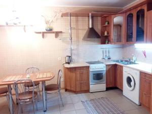 Four-room apartment near metro station Victory Square, Apartmanok  Minszk - big - 6