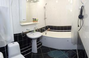 Four-room apartment near metro station Victory Square, Apartmanok  Minszk - big - 3