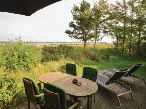 Three Bedroom Holiday Home in Roslev