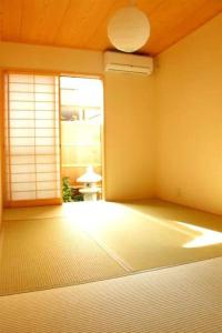 Apartment in Minamikyogokucho 093, Апартаменты  Киото - big - 8