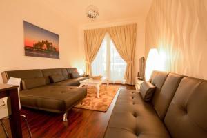 Three Bedroom Apartment with Marina View - Dubai