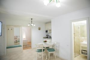 Baroc Apartments Sibiu, Апартаменты  Сибиу - big - 11