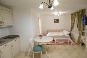 Baroc Apartments Sibiu, Апартаменты  Сибиу - big - 3