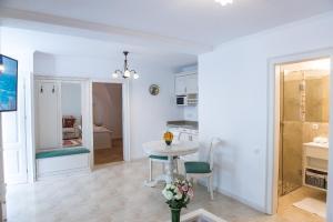Baroc Apartments Sibiu, Апартаменты  Сибиу - big - 15