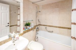 Brownhill Property, Apartmanok  London - big - 141