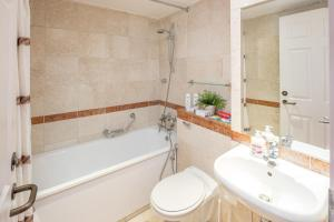 Brownhill Property, Apartmanok  London - big - 140