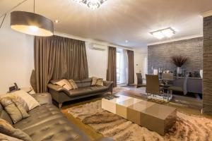 Brownhill Property, Apartmanok  London - big - 49