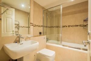 Brownhill Property, Apartmanok  London - big - 26