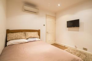 Brownhill Property, Apartmanok  London - big - 24