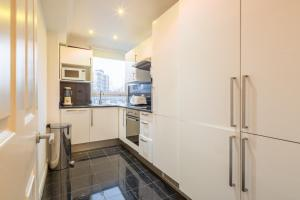 Brownhill Property, Apartments  London - big - 23