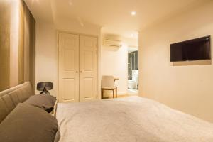 Brownhill Property, Apartmanok  London - big - 22