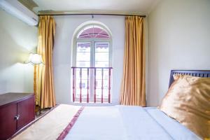 Price Leshan Kaishaoudun Holidays Hotel