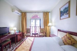 Review Leshan Kaishaoudun Holidays Hotel