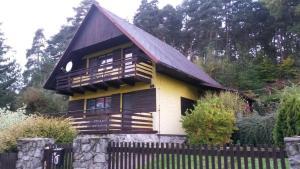 Chata u lesa Máchuv kraj
