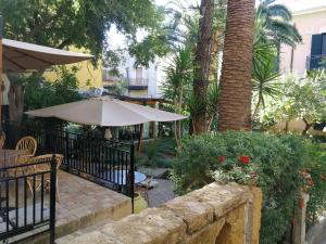 King Arthur's Houses, Bed and breakfasts  Agrigento - big - 2