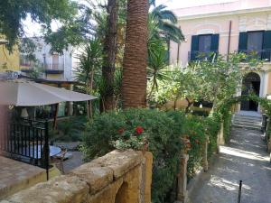 King Arthur's Houses, Bed and breakfasts  Agrigento - big - 29