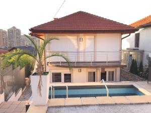 New Happy apartment with swimming pool