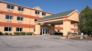Commodore Perry Inn and Suites