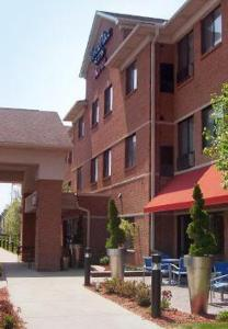 Nearby hotel : TownePlace Suites Detroit Warren
